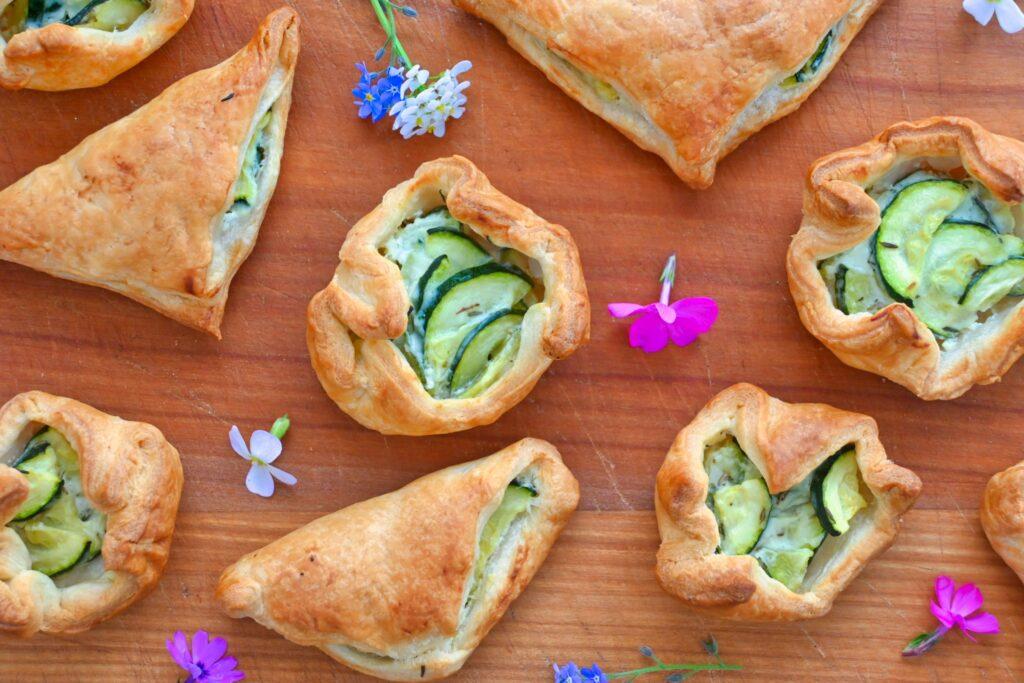 Blätterteigtaschen mit Zucchini