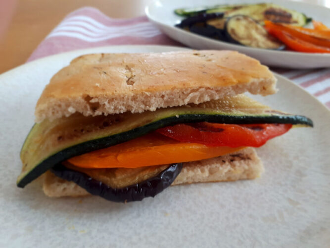 Focaccia Sandwich mit gegrilltem Gemüse