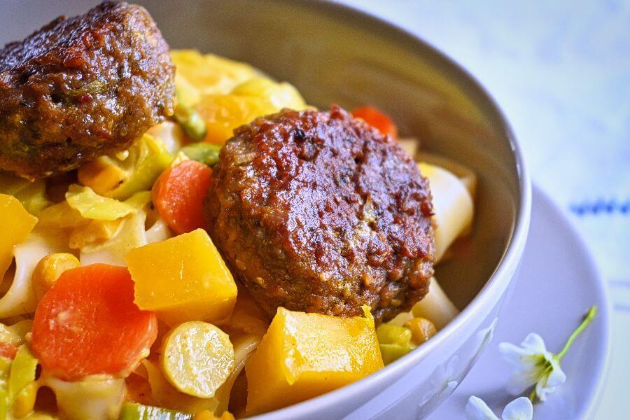 Fleischbällchen mit Gemüse