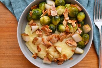 Rosenkohl mit Birne auf Kartoffelstampf